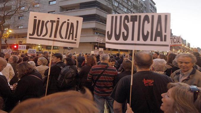 Concentracion_frente_Audiencia_Nacional_apoyo_juez_Garzon